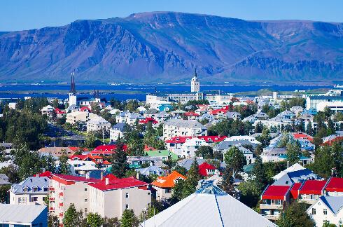 REYKJAVÍK, ICELAND 64°N 22°W